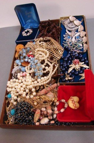 2: Lot of Assorted Vintage Costume Jewelry