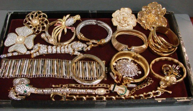 11: 20 pcs. Costume Jewelry - Lots of Bling!