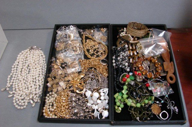 70: Lot of costume jewelry