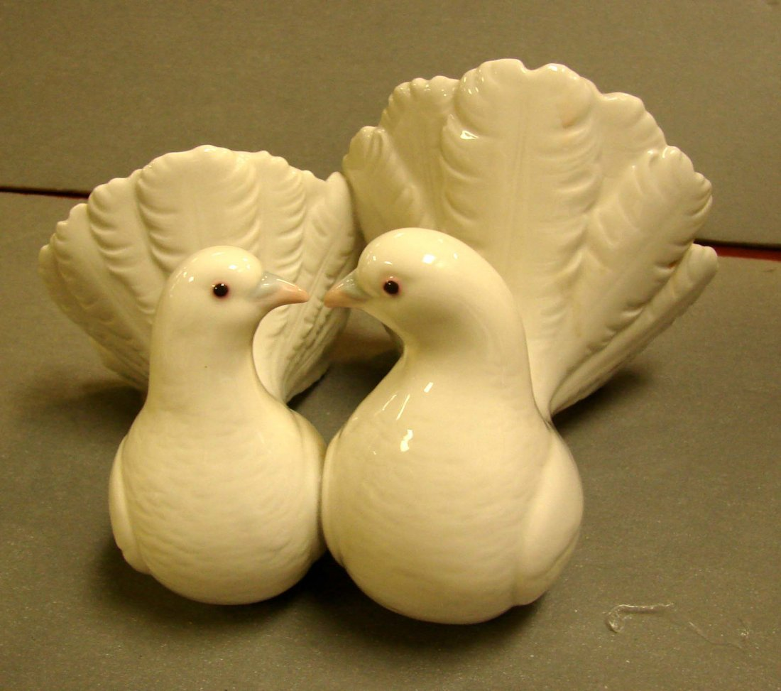 224: Lladro Couple of Doves Kissing #1169