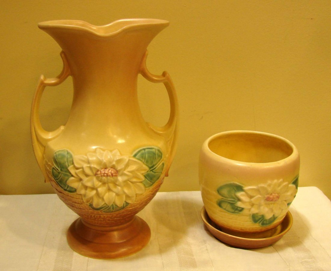 22: Vintage Hull Water Lily Vase L-15 & Cache Pot