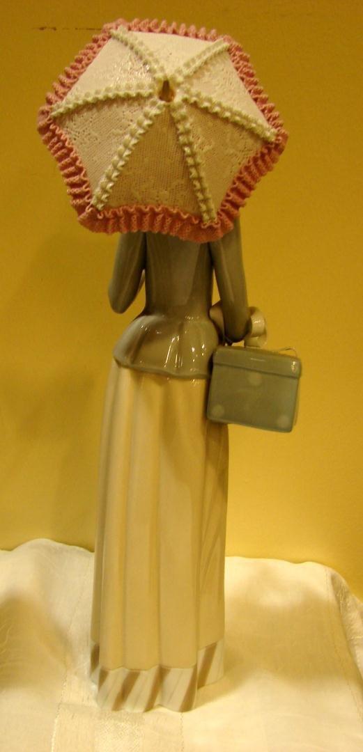 140: Lladro #4700 Dressmaker - 3