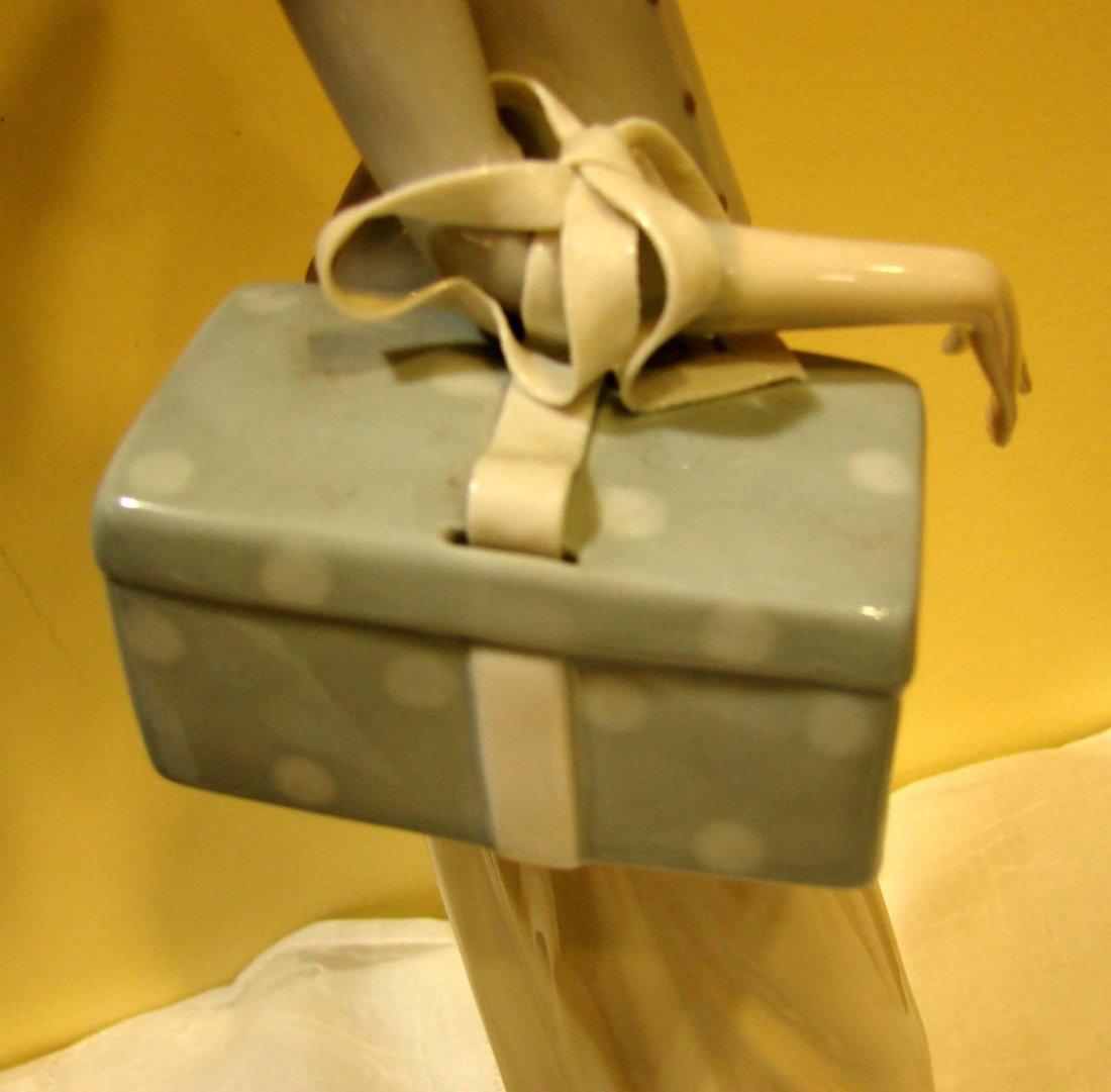 140: Lladro #4700 Dressmaker - 4