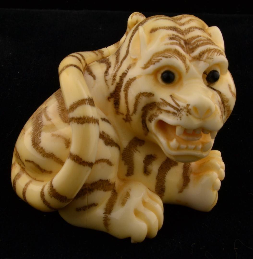 151: Signed Japanese Ivory Netsuke Crouching Tiger - 6