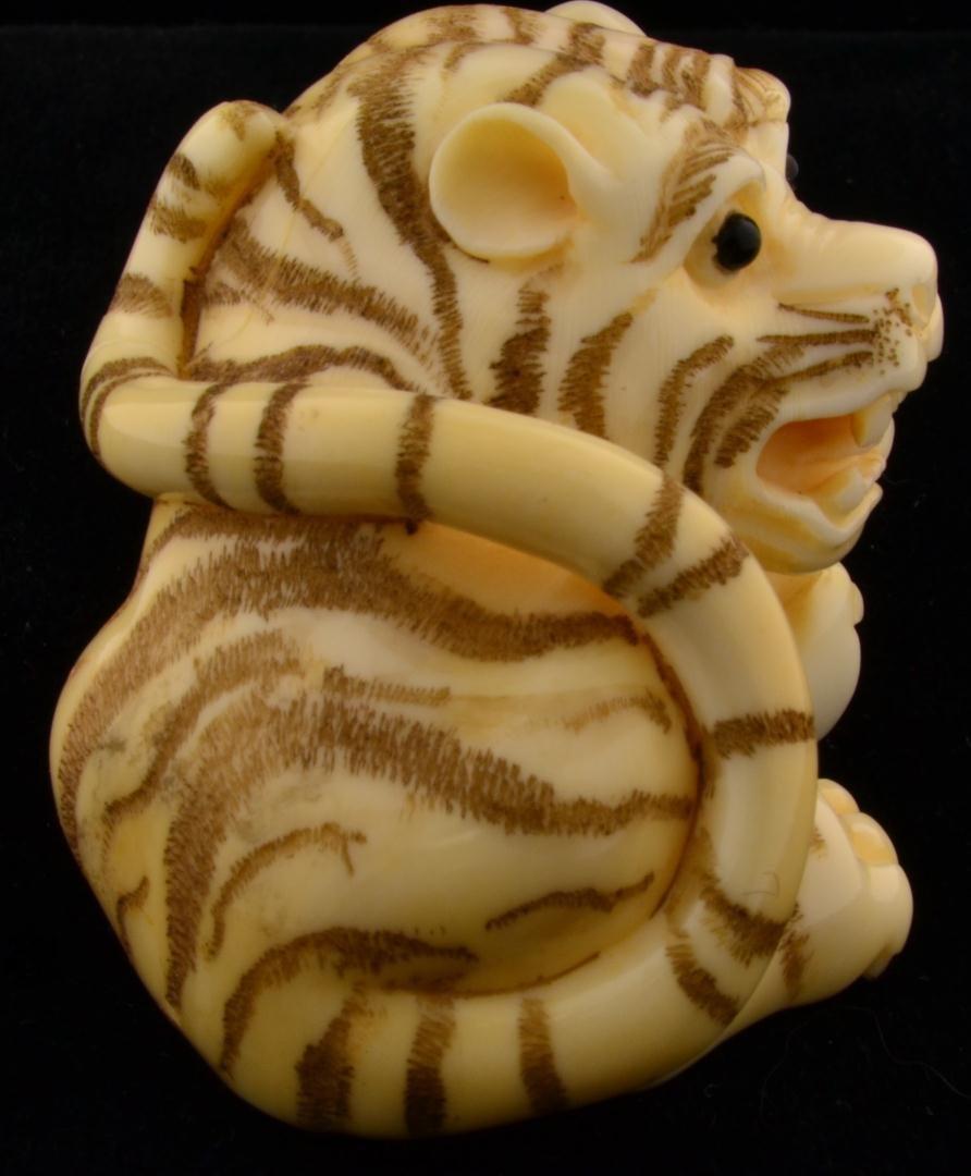 151: Signed Japanese Ivory Netsuke Crouching Tiger - 8