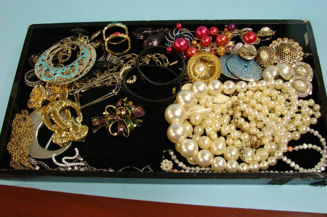 1: Lot of Vintage Costume Jewelry