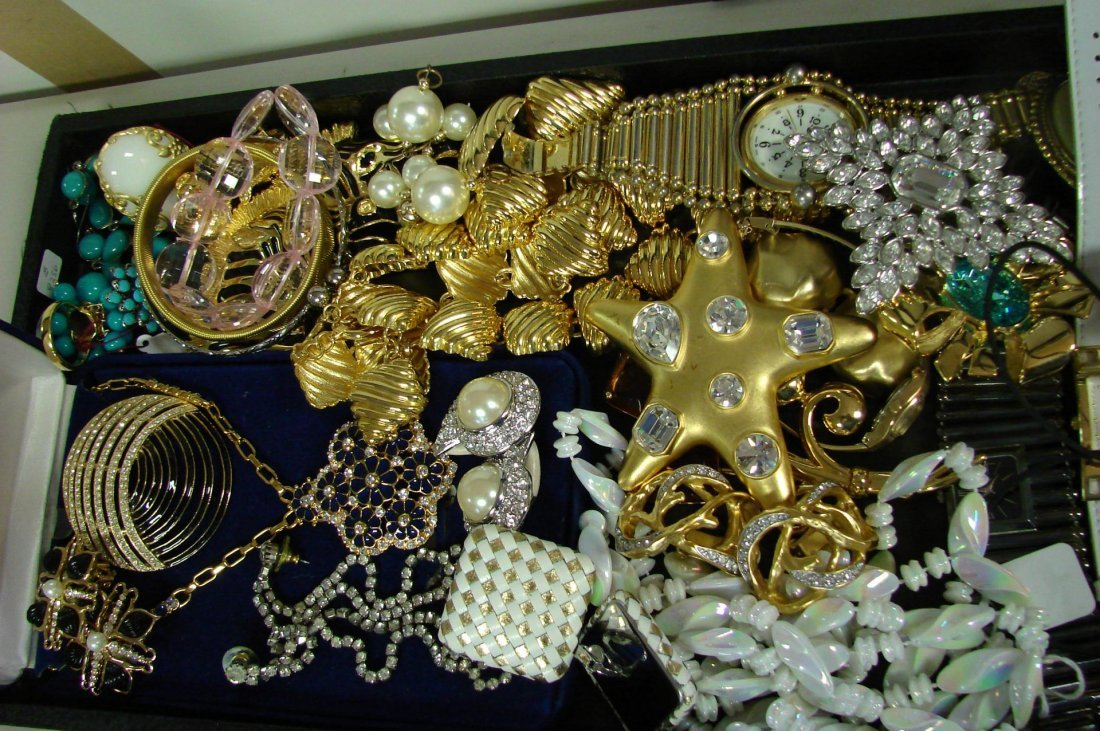 2: Lot of Vintage Costume Jewelry