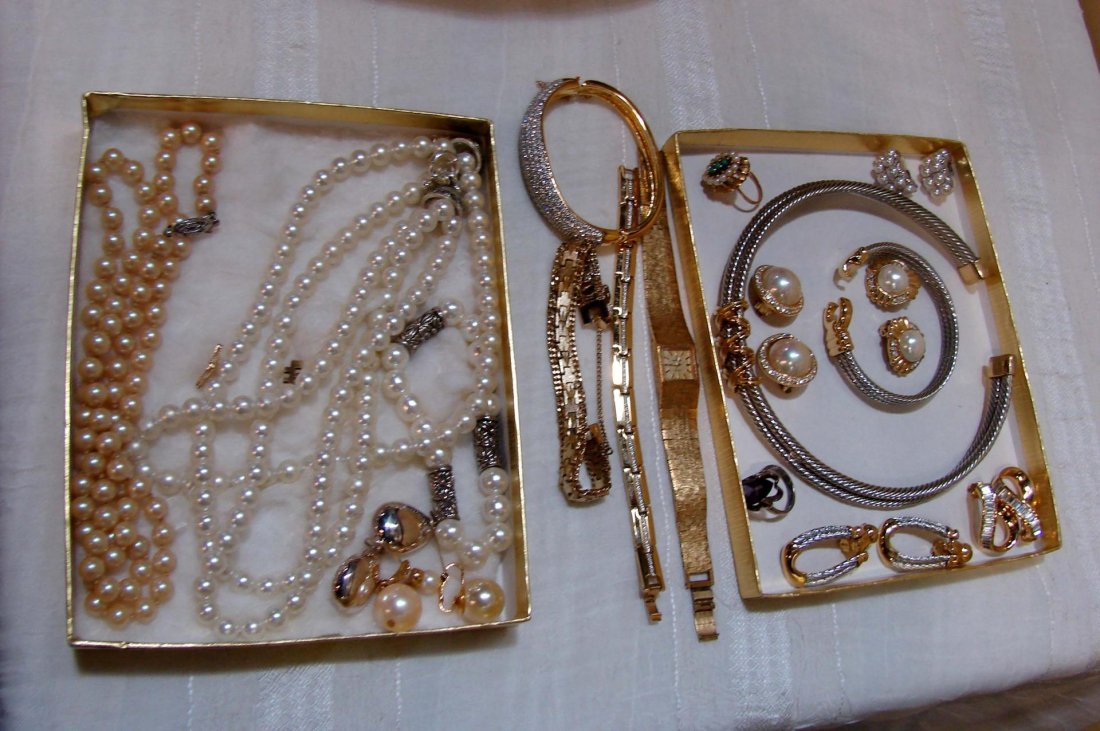 4: Lot of vintage costume jewelry