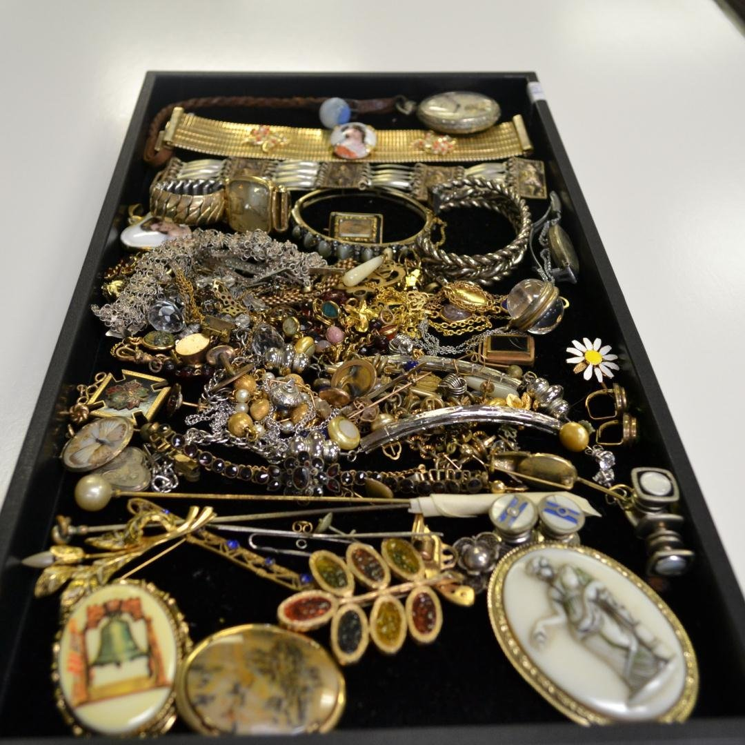 5: Lot of Vintage Costume Jewelry