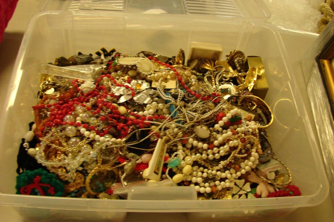 1: Huge Lot of Vintage Costume Jewelry