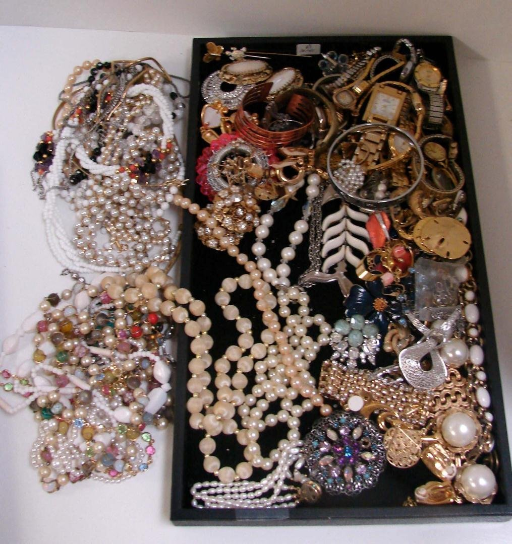 3: Huge lot of Vintage Costume Jewelry
