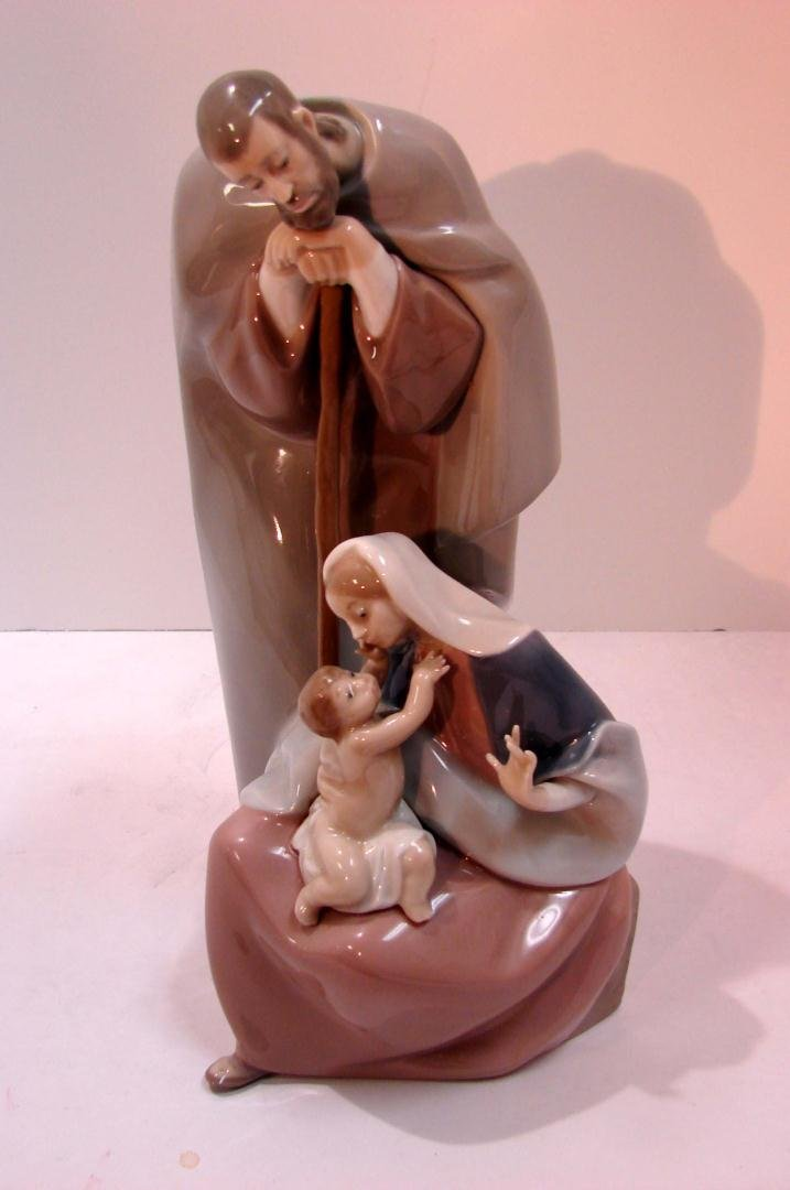 12: Lladro Blessed Family #1499