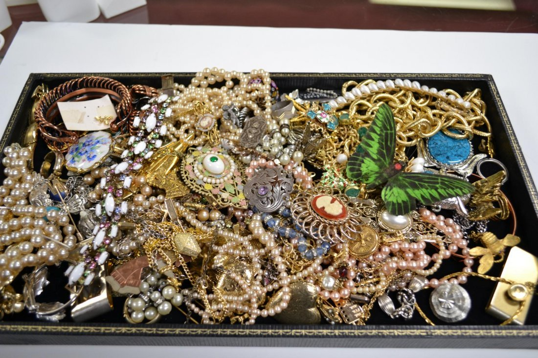 5: Lot of costume jewelry