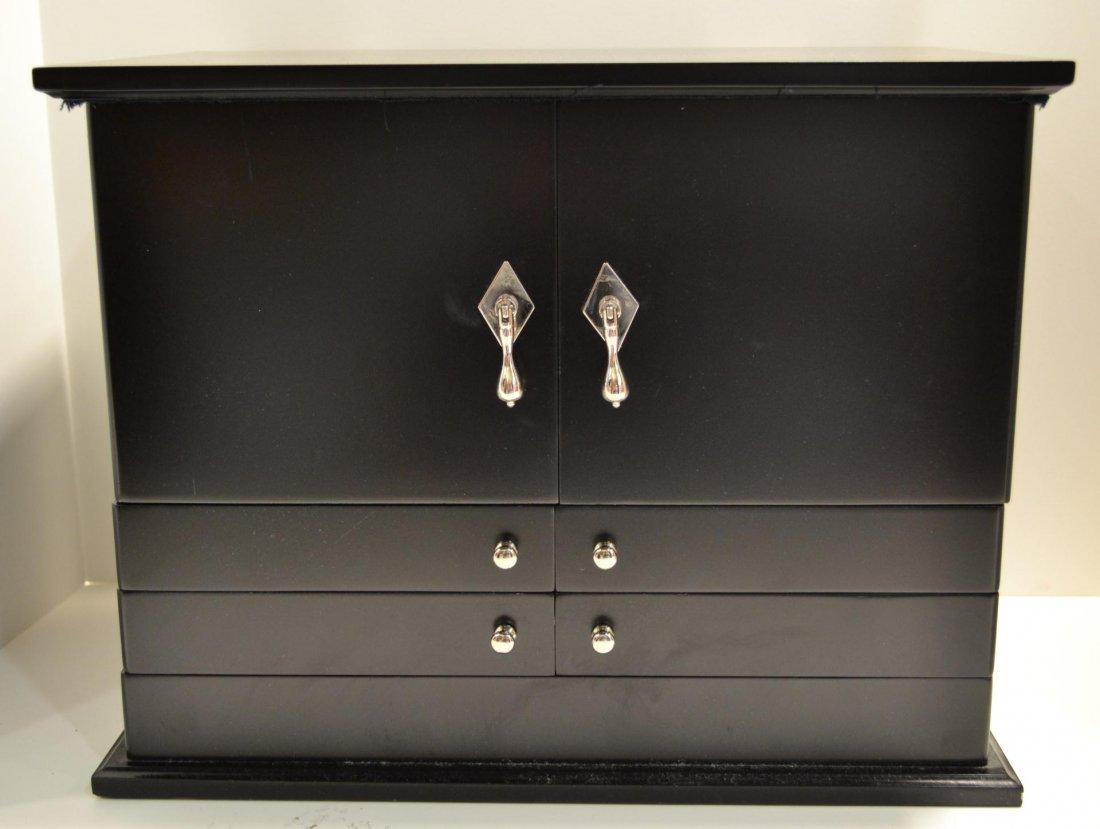 112: Jewelry box by Lori Greiner