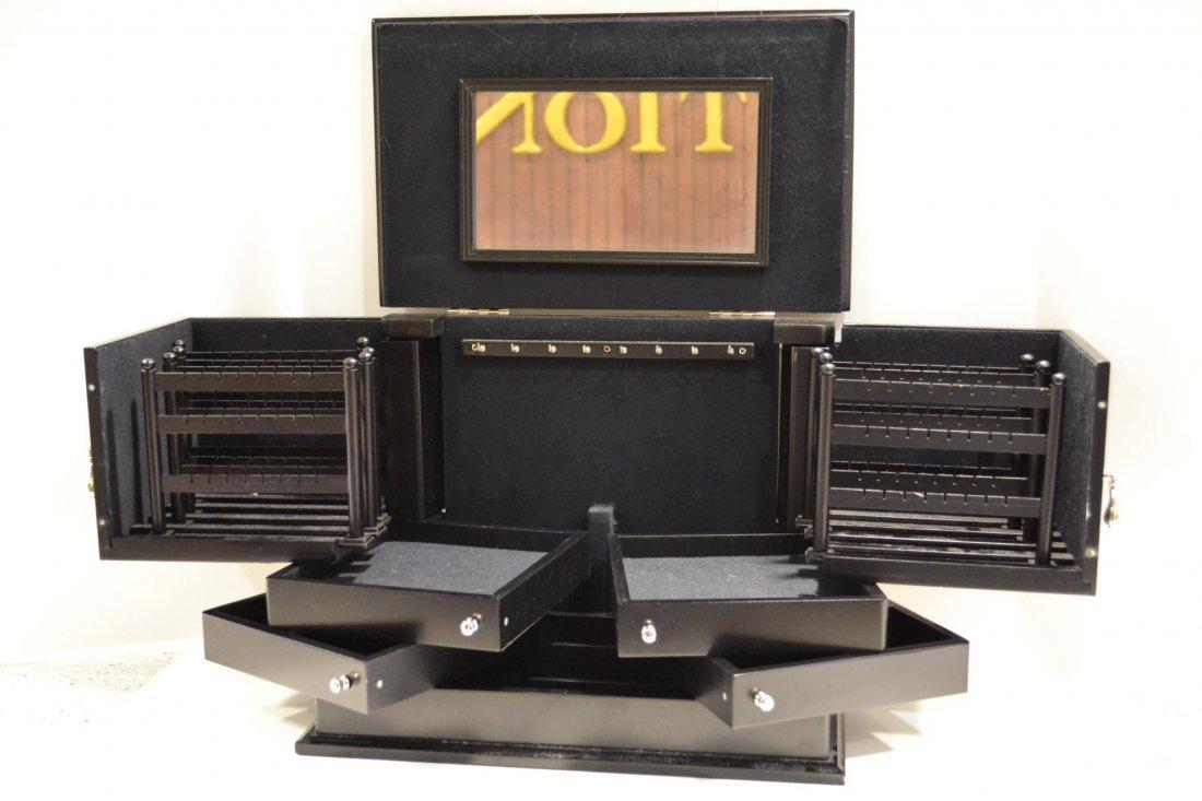 112: Jewelry box by Lori Greiner - 2