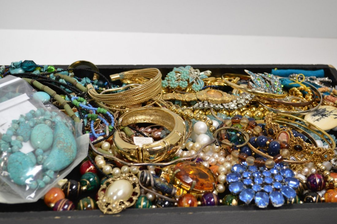 1: Lot of Costume Jewelry