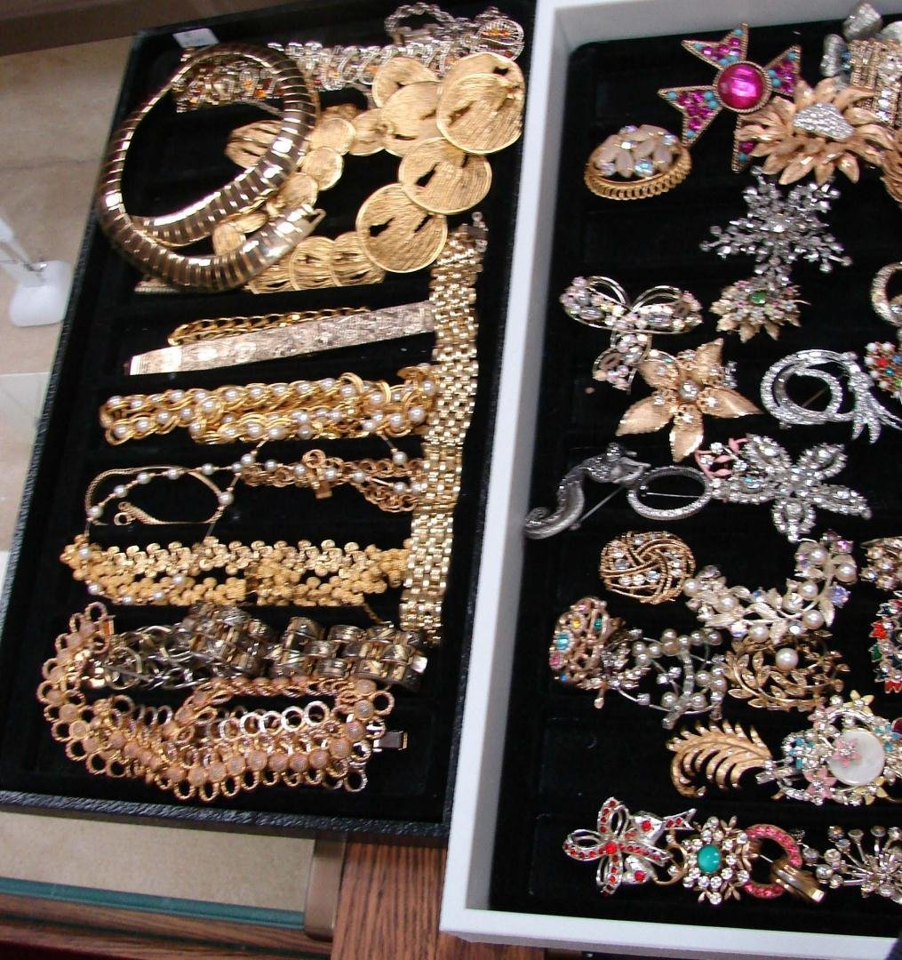 1: Huge Lot Vintage Costume Jewelry