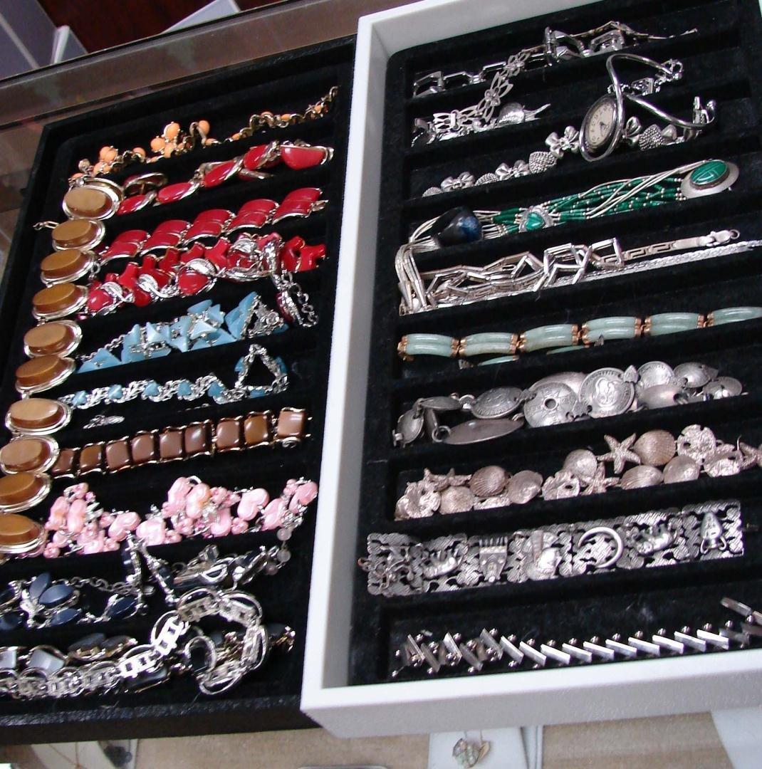 2: Huge Lot Vintage Costume Jewelry