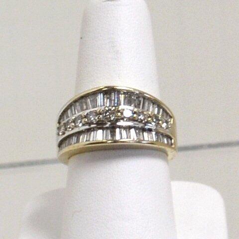 15: 14kwg Baguette Diamond Ring 1.25ctw