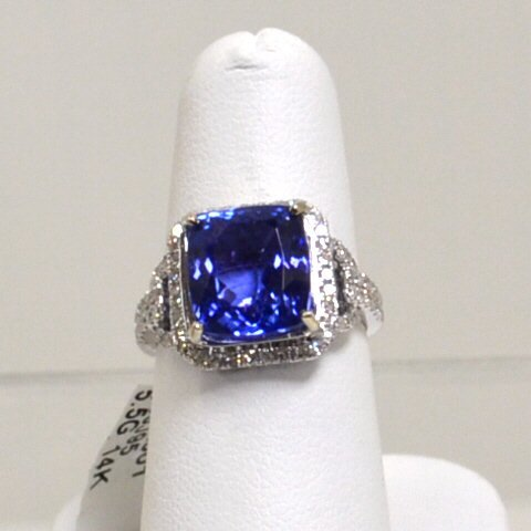 79A: 14kwg Tanzanite & Diamond Ring 6.82ct