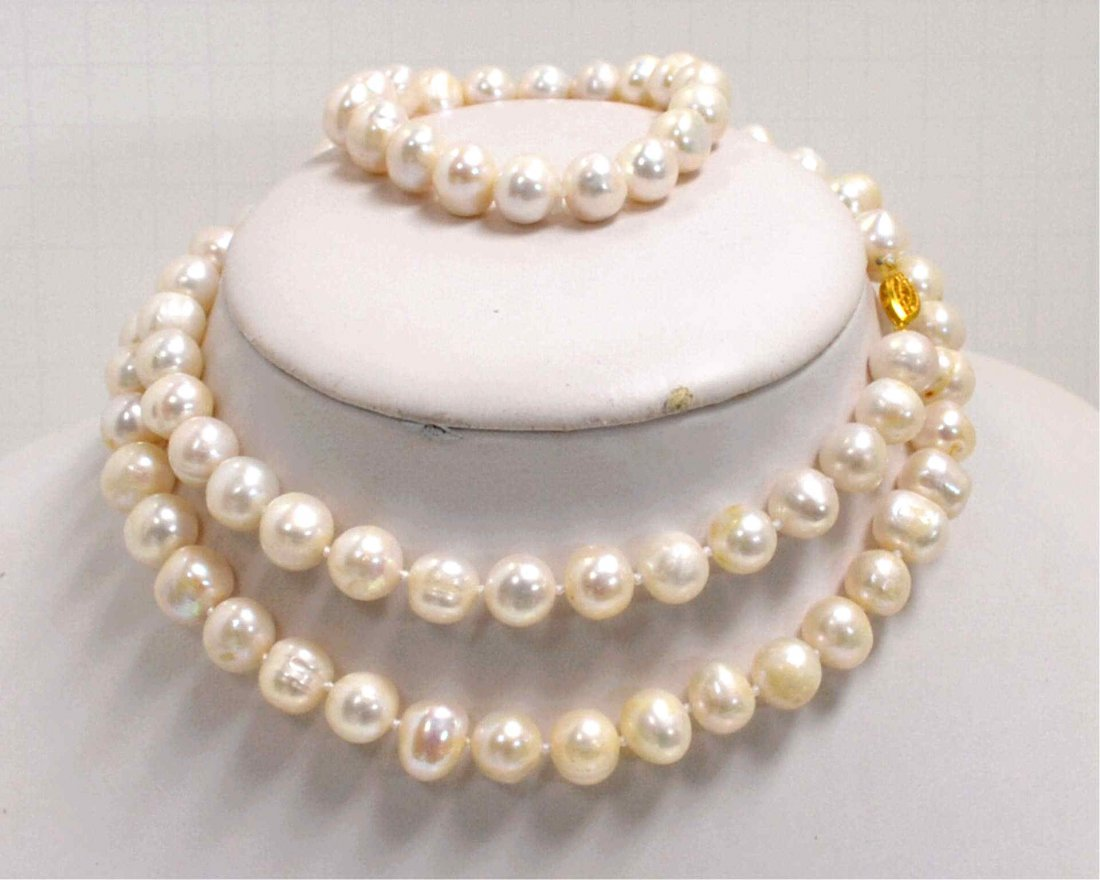 """7: 32"""" strand 11-12mm Freshwater Pearls"""