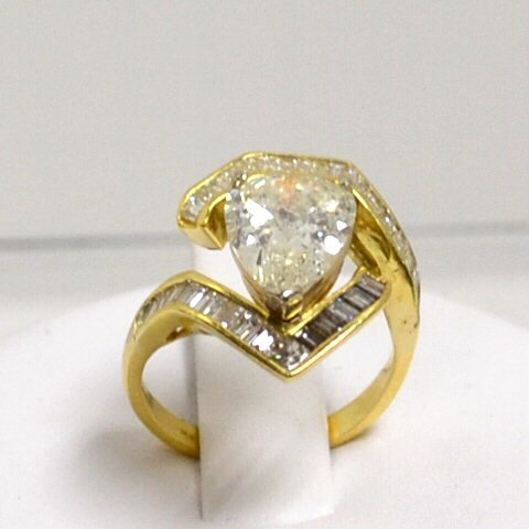 4.50ct Pear Diamond Ring 18kyg I2/L