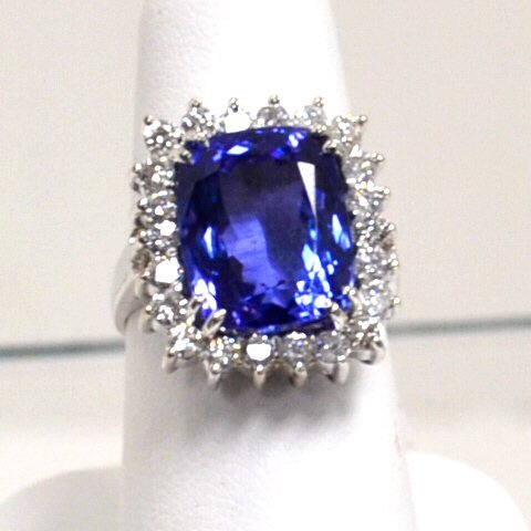 14kwg Tanzanite & Diamond Ring 13ct