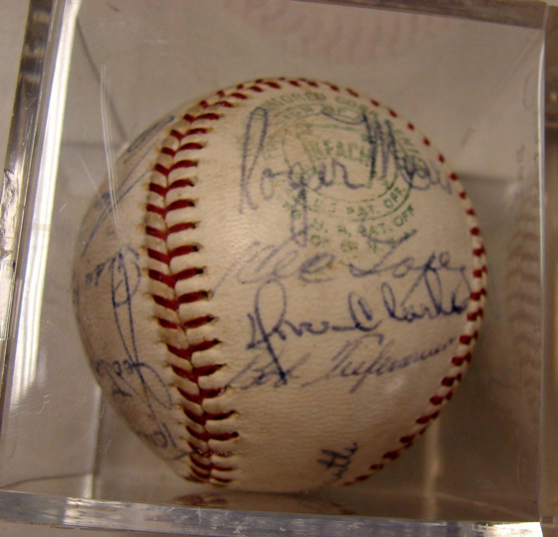 Signed Baseball: Mantle, Ford, Marris +++