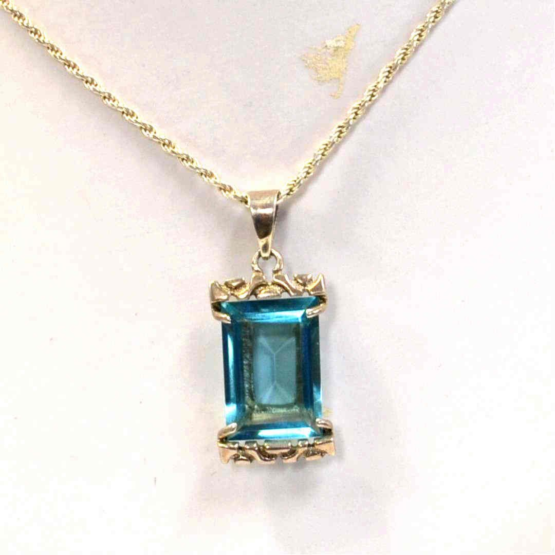 Blue Topaz Pendant in Sterling 33ct