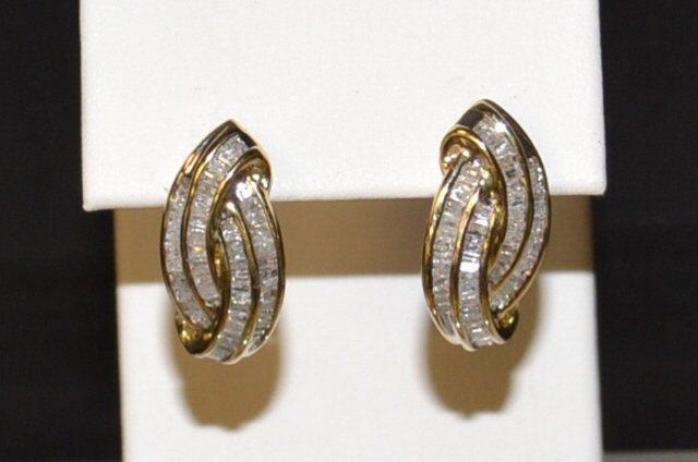 Baguette Diamond Earrings in 10kyg