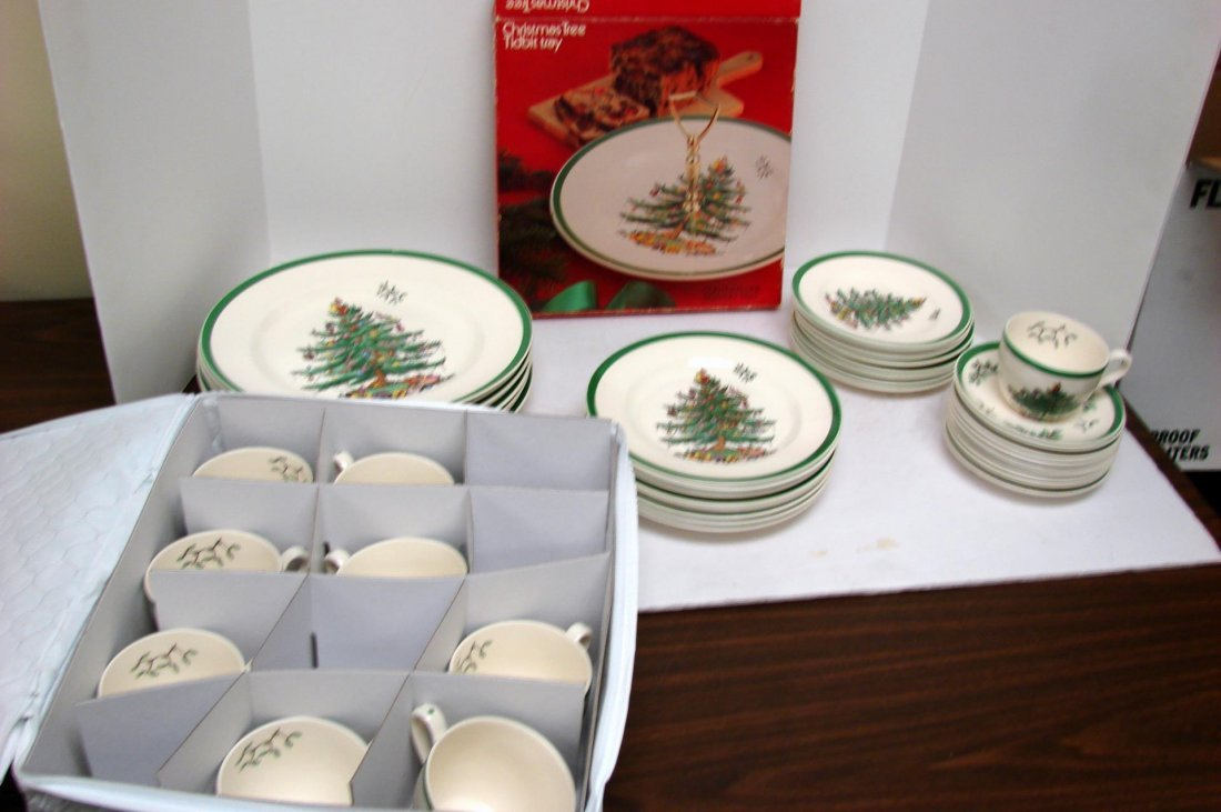 Spode Christmas Tree Dishes - Svc. for 8