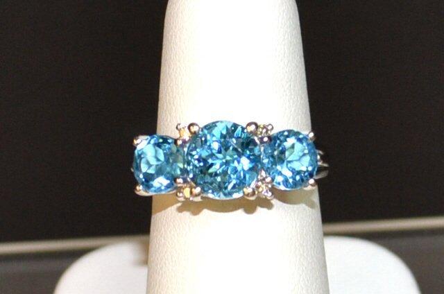 14kwg Blue Topaz & Diamond Ring