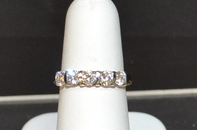 "14kyg 5 Diamond ""LEO"" Anniversary Band .96ctw"