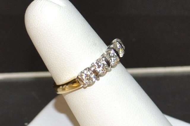 "14kyg 5 Diamond ""LEO"" Anniversary Band .96ctw - 2"