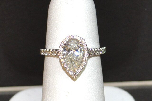 18kwg Pear Shaped Diamond ring 1.02ct
