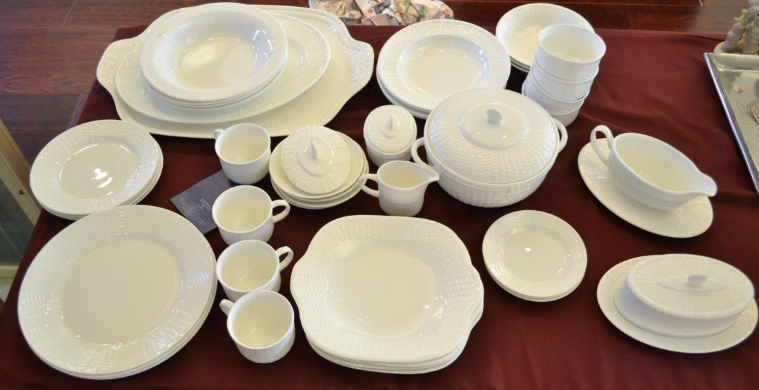 43 pc Wedgwood Nantucket basket fine china