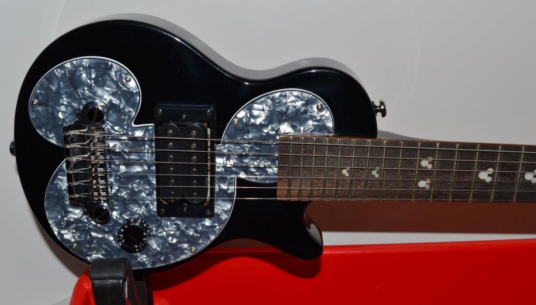 Mickey Mouse Gibson Guitar & EP-1 mini Amp - 2