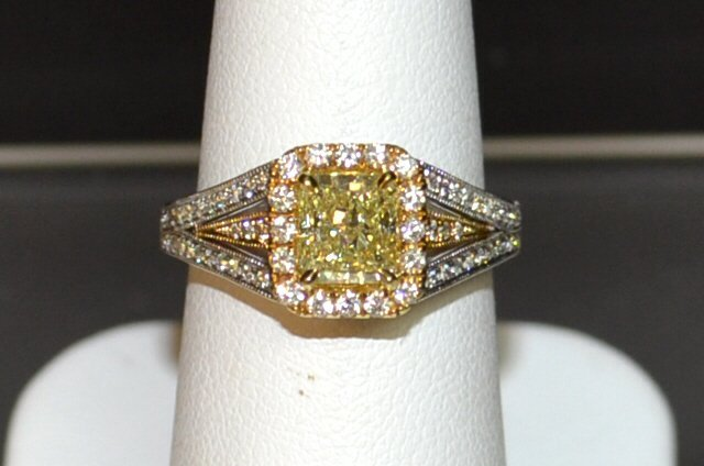 18kwg Fancy Radiant Diamond Ring 1.33ct