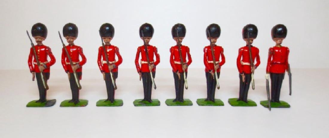 Britains Coldstream Guards Present Arms Set