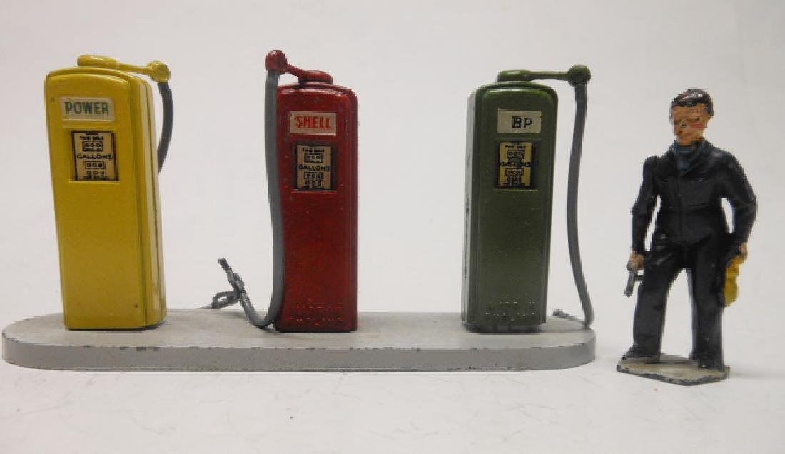 Britains set 102V Petrol Pumps and Attendant