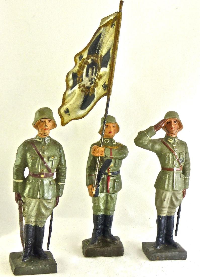 Lineol 3 German Soldiers Attention Flag Salute