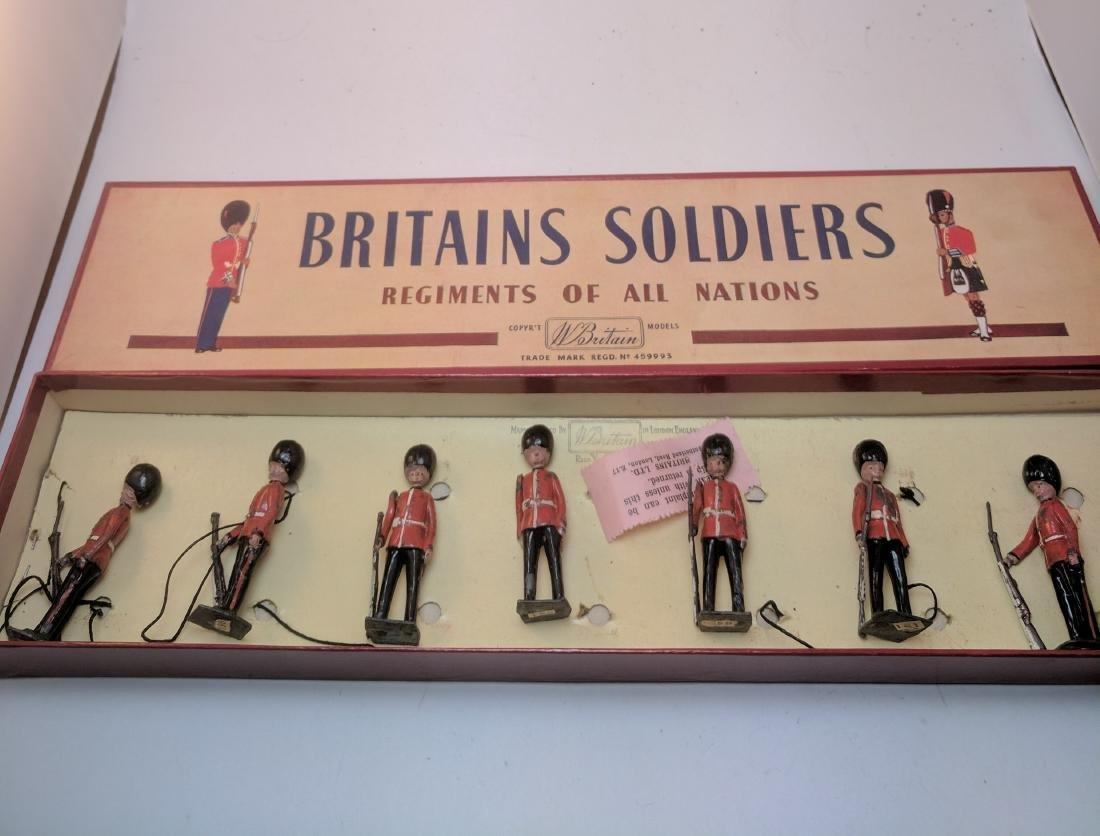 Britains 2078 Irish Guards Present Arms