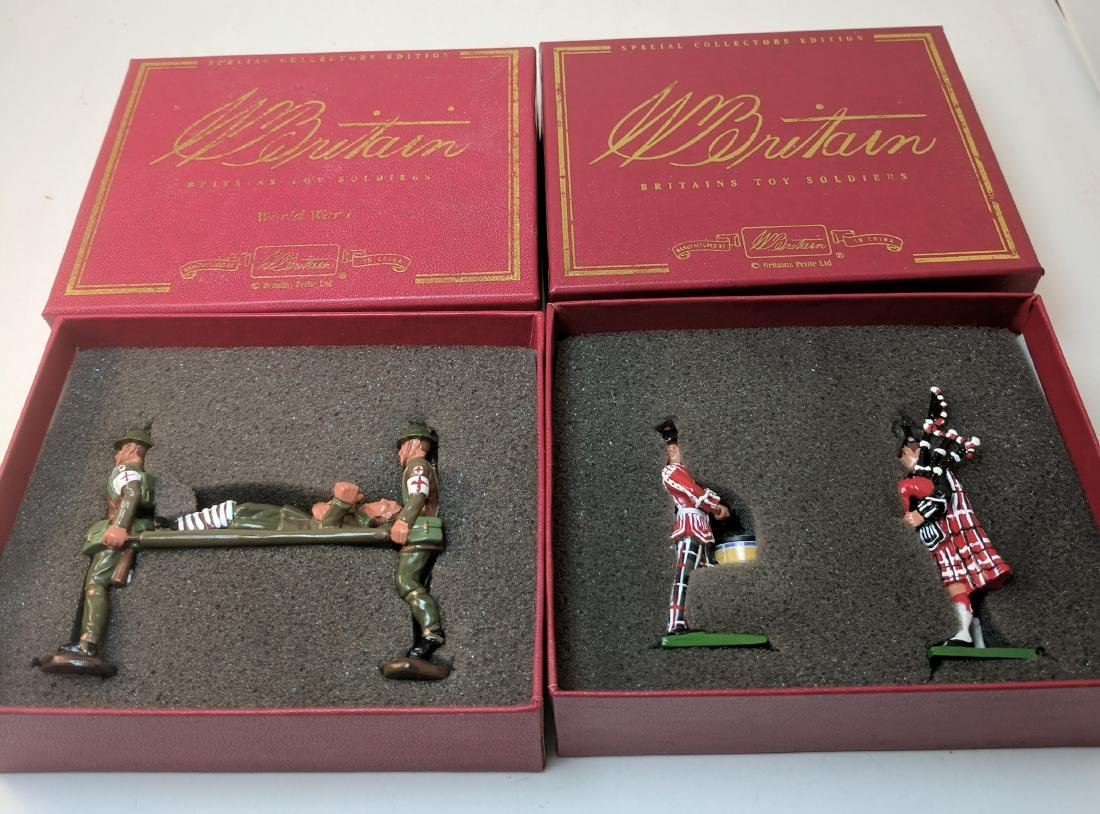 Britains 000129, 000160 Stretchers,  Pipers & Drum