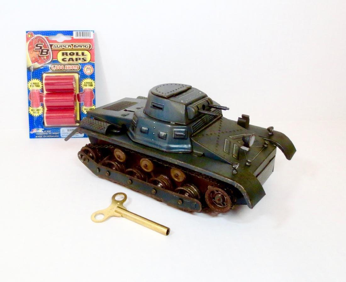 Tippco 100 Shot Tin Wind-up Tank with Key