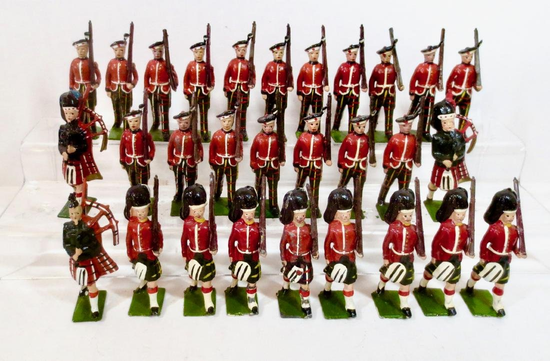 Britains Large Highlander Assortment with Pipers