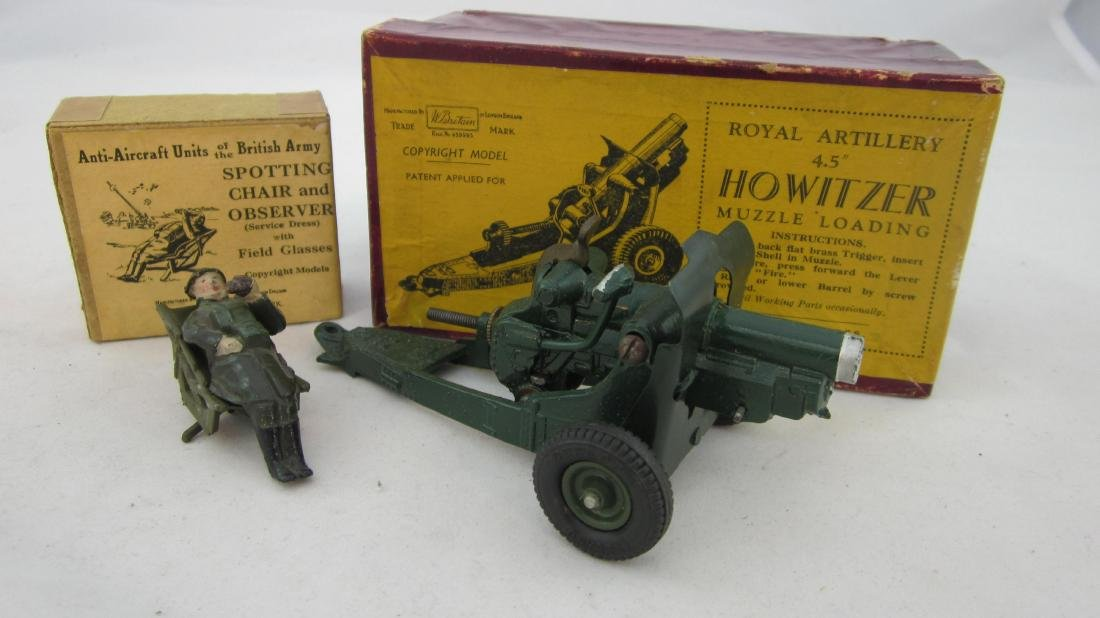 Britains #1731 Spotting Chair & 1725 Howitzer.