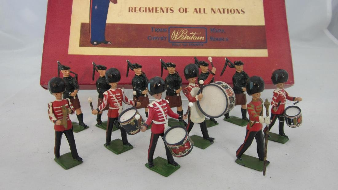 Britains Set #2096 Irish Guards Pipes & Drums.