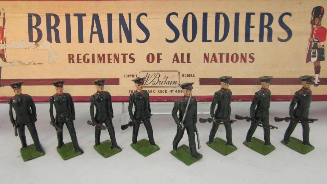 Britains Set #2091 Rifle Brigade at Trail.