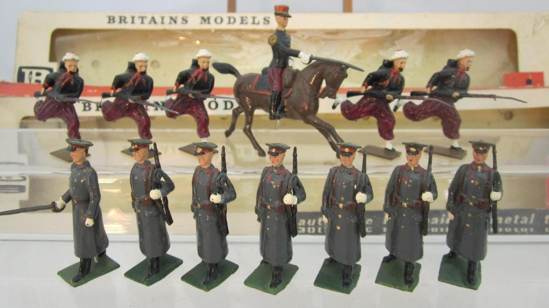 Britains #9166 French Zouaves & 9172 Soviets.