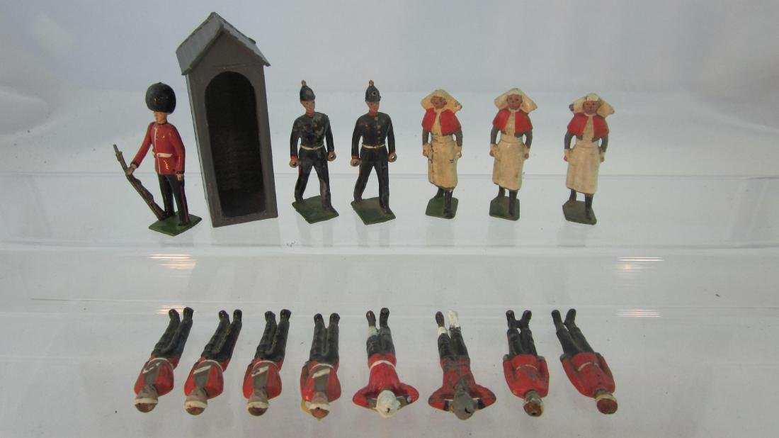 Britains #329 Sentry Box & #137 Medical Figures.